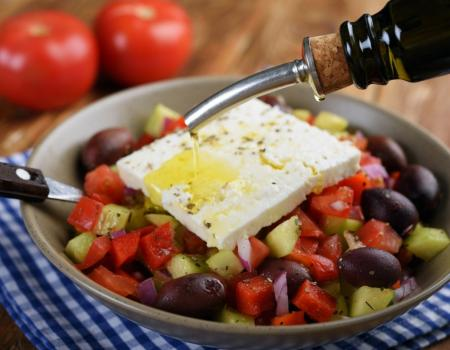 Mediterranean diet 'reduces risk of frailty' in older population