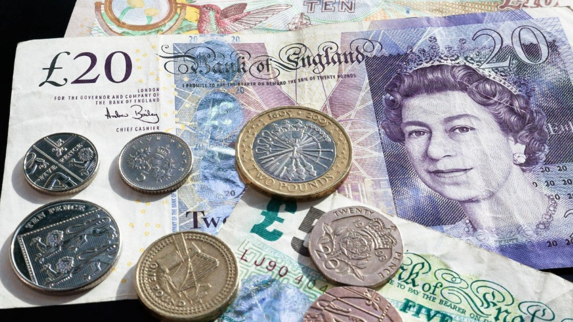 Trouble managing money can be an early sign of dementia