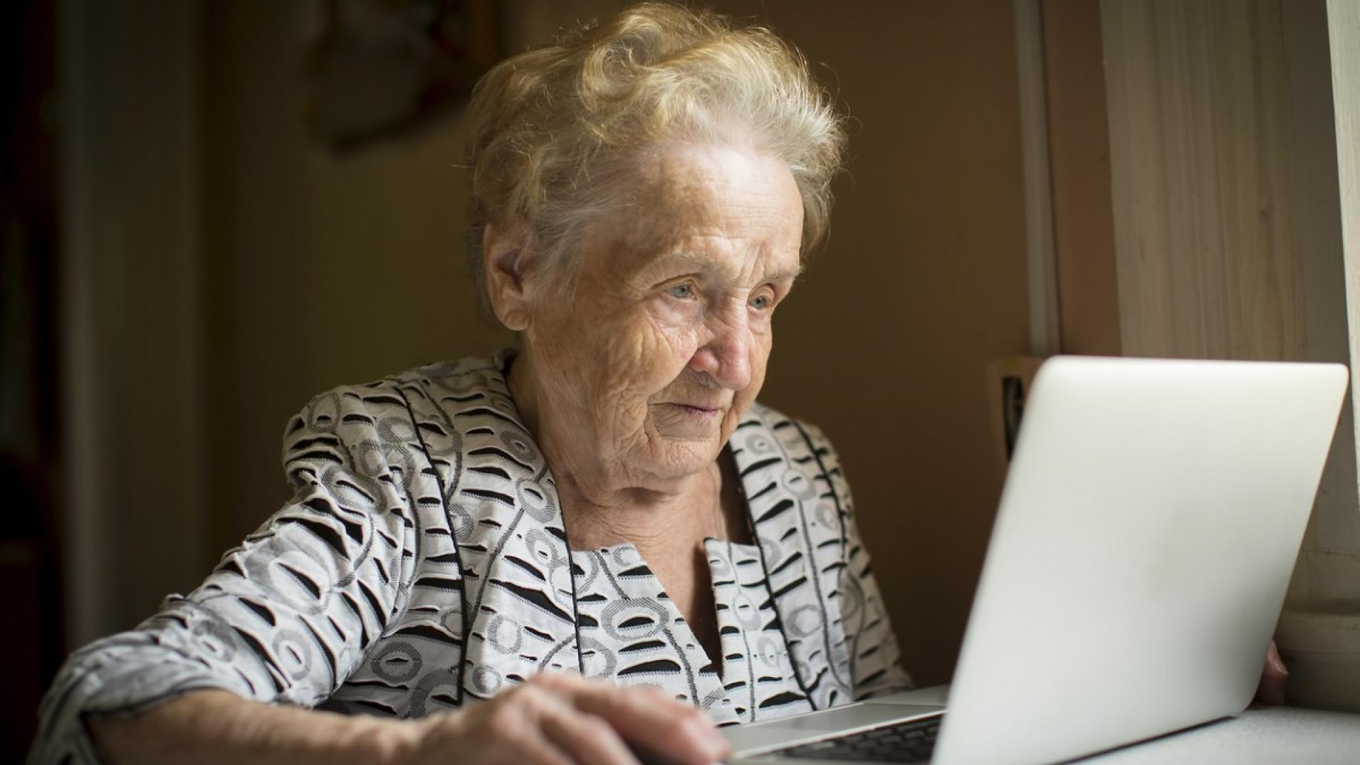 The way an elderly relative uses their computer could reveal early signs of Alzheimer's