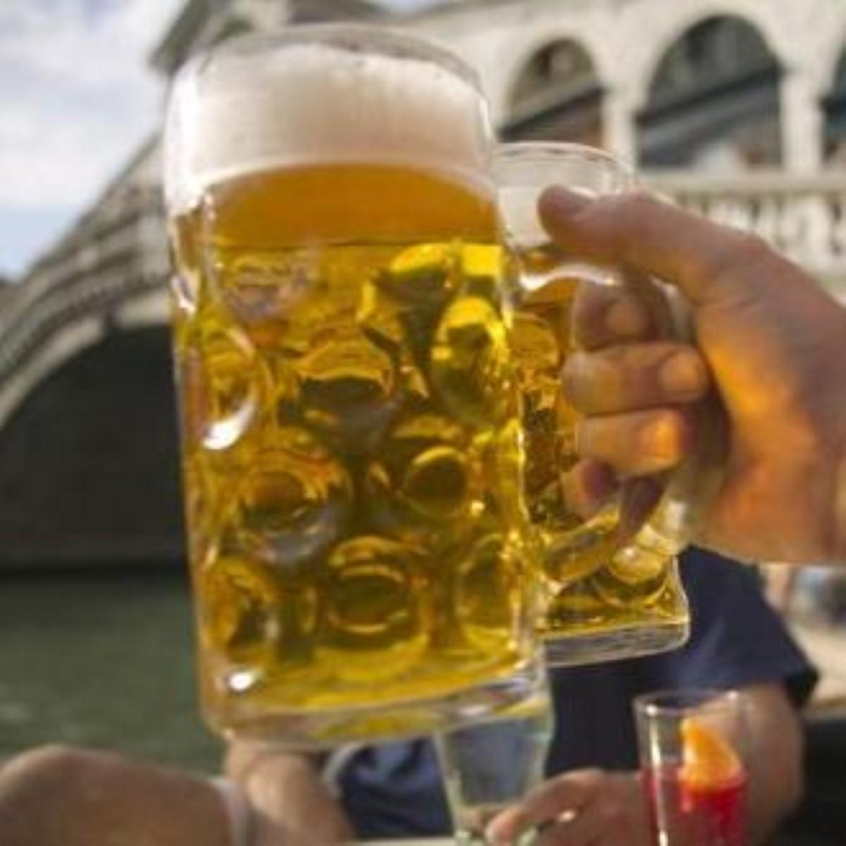 Alcohol and infection 'increase stroke risk'