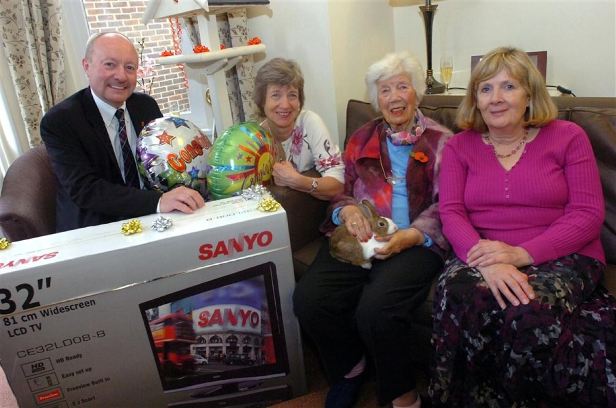 'Fascinating Lives' reign at local care home