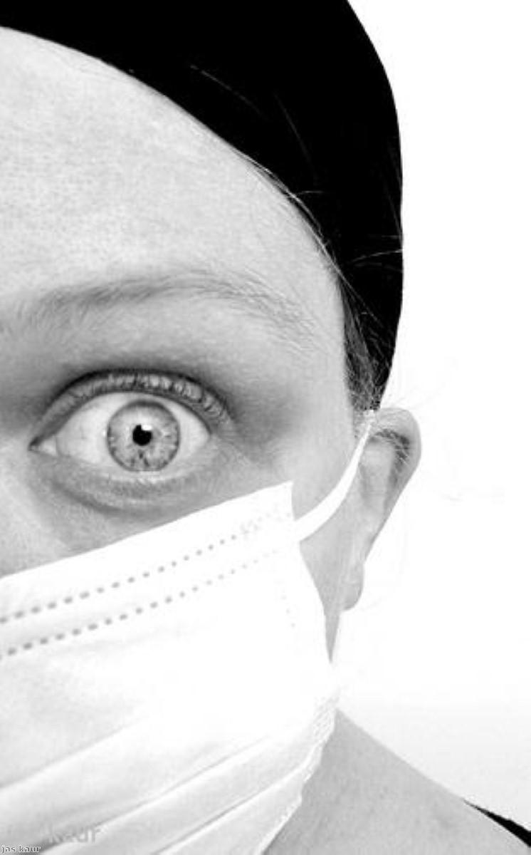 Is flu transmitted prior to symptom appearance?