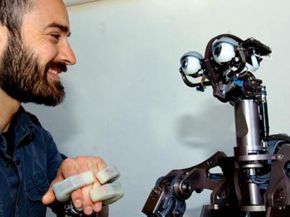 Older adults 'could welcome robot help'