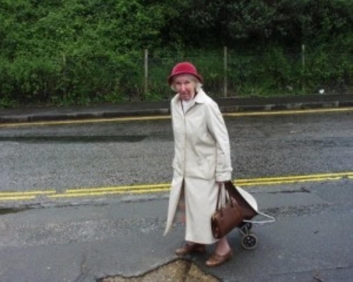 Fear of falling 'keeps older adults indoors'