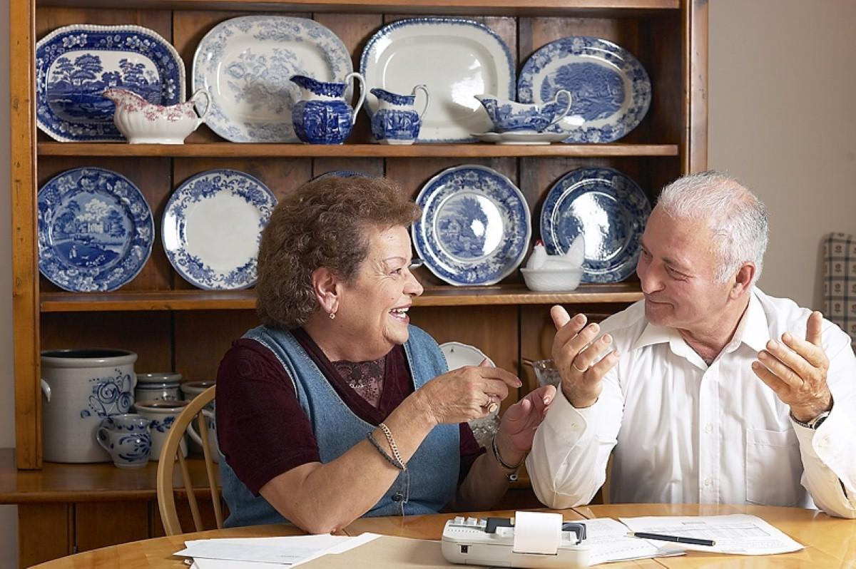 Dementia patients keep 'normal life' in Dutch care home