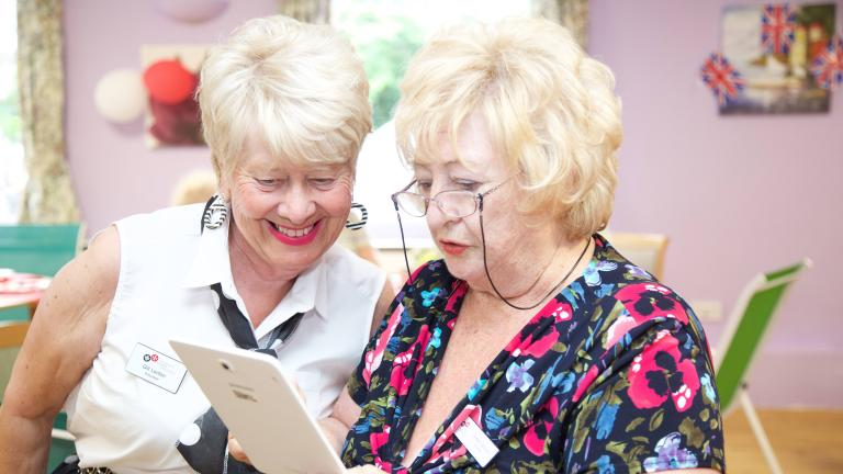 Two volunteers with an electronic tablet