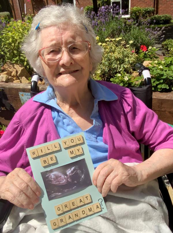 Bette learns that she will become a great grandmother!