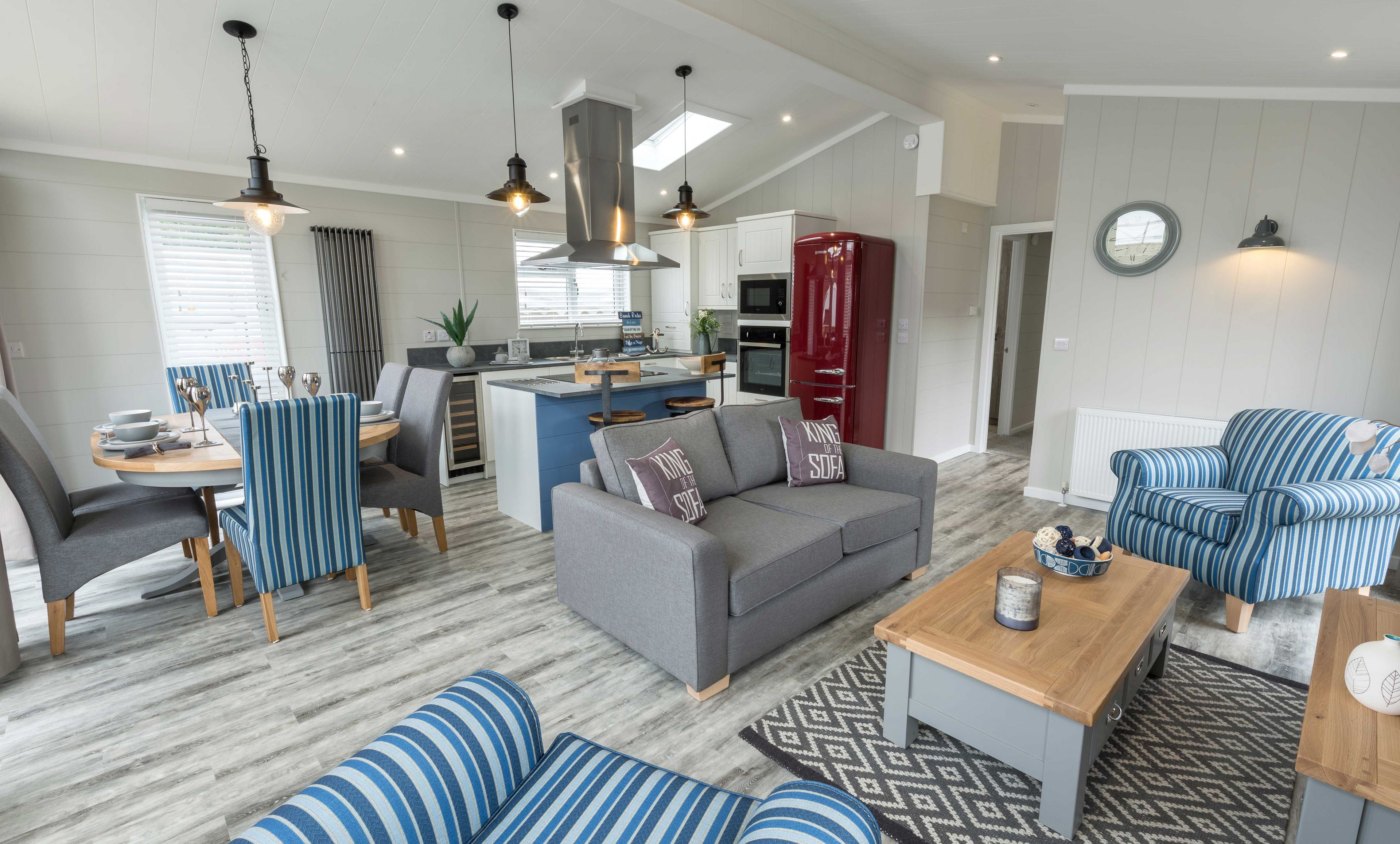 The Country Lodge - Coastal Lounge